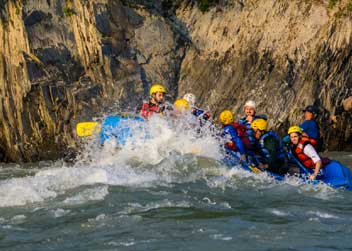 Rafting-in-rivers-of-Nepal