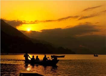 Boating-tour-in-pokhara